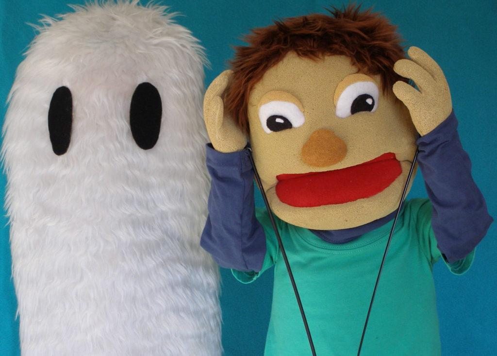 Fantasma y Nico. Títeres.