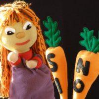 Marioneta de Carol con zanahorias