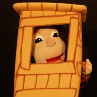 Marioneta en la casita