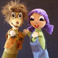 Marionetas saludan a cámara